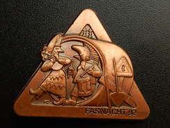 Broche -  CARNAVAL DE BALE  Suisse - FASNACHT 1992  - Cuivre - Jetons & Médailles