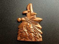 Broche -  CARNAVAL DE BALE  Suisse - FASNACHT 1999  - Cuivre - Jetons & Médailles