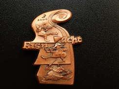 Broche -  CARNAVAL DE BALE  Suisse - FASNACHT 2004  - Cuivre - Jetons & Médailles