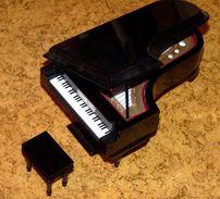 BELLE SCULPTURE BOIS UN PIANO DANS SON COFFRET ETAT NEUF - Wood