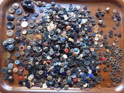 Gros Lot De + De  Boutons Anciens ... Pour Restauration Vetements + De 900g - Buttons