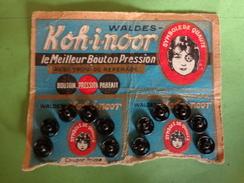 12 Boutons Pression KOH-I-NOOR Avec Trou De Reperage WALDES -coupon Prime-mercerie - Habits & Linge D'époque