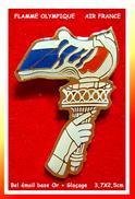 SUPER PIN'S OLYMPIQUE : La FLAMME Pour AIR FRANCE Avec Symbolisque Statue De La Liberté, émail Base Or + Glaçage - Giochi Olimpici