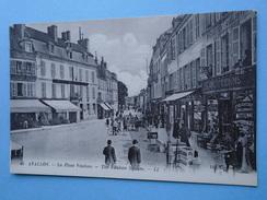 AVALLON  (Yonne) -- Place Vauban - Délicatesses Avallonnaises Mitenne - Cafés - TRES ANIMEE - Avallon
