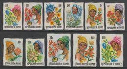 SERIE NEUVE DE GUINEE - GUINEENNES ET FLEURS DIVERSES N° Y&T 273 A 283 - Costumes