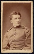 ALTE FOTO ** DEUTSCHE SOLDAT / OFFIZIER ** Visitenkartenformat - Am 1900 Nürnberg - Photographie W. Biede - Guerre, Militaire