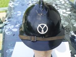 Casque Adrian WWII,complet Et En Bon état - Headpieces, Headdresses