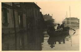 69 - 250617 - PHOTO Novembre 1944 - SAINT FONS - Crue Du Rhône - Rue Du Port - Passeur Barque Maison - France