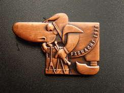 Broche -  CARNAVAL DE BALE  Suisse - FASNACHT 1975 - Cuivre - Jetons & Médailles