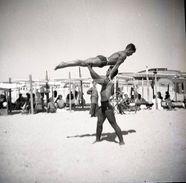 1949 BOYS MT GORDO PRAIA BEACH VILA REAL ALGARVE PORTUGAL 60/60mm  AMATEUR NEGATIVE NOT PHOTO NEGATIVO NO FOTO  Gay Int - Photographica
