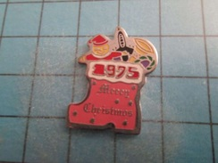 Pin716a Pin's Pins / BOTTE ET PERE NOEL MERRY CHRISTMAS 1975 , Belle Qualité !!!    Marquage Au Dos : ----- - Christmas