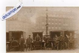 PARIS - Carte Photo Rare - 4 Automobiles Postes Et Télégraphes Avec Employés Et Chauffeurs Devant  Grand  Hotel De Rome - Transport Urbain En Surface