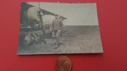 Photo Un Pilote Et Son Avion Ecrit Au Dos Reims 1917 Sur Le Terrain De Rosnay - Guerre, Militaire