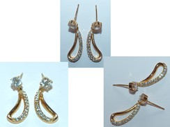 Superbe Paire De Boucles D'Oreilles Avec Pierres Blanches - Earrings