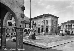 Cartolina Feltre Piazza Maggiore 1958 - Belluno