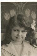 Tres Jolie Petite Fille Carte Photo - Portraits