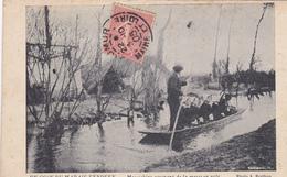 85. MARAIS VENDÉEN . CPA . MARAICHINS REVENANT DE LA MESSE EN YOLE.  ANNÉE 1905 - France