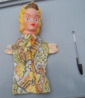008, Marionnette La Princesse, Tête En Caoutchouc Et Vetements Tissus Années 70 ??? - Marionetas