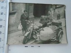D151545 Old  Photo   World Turists  DELHI-INDIA  - Motocycle - Hungary Ca 1940-50's - Ohne Zuordnung