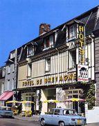 PONTORSON   /   50  /  VUE GENERALE  SUR L'HOTEL DE BRETAGNE   CPM / CPSM  10 X 15 - Pontorson