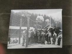 PHOTO HOLOCAUSTE SHOAH BUCHENWALD PRISONNIER CAMP CONCENTRATION SOLDAT US GI LIBERATION 1945 WW2 - Guerre, Militaire