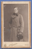 Großes Orig.Foto 1917, Junger Offizier In Uniform Mit Säbel, Format Ca. 18,5 X 11 Cm,Foto Beschädigt Siehe Scan - 1914-18