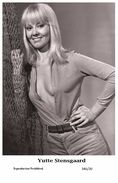 YUTTE STENSGAARD - Film Star Pin Up PHOTO POSTCARD- Publisher Swiftsure 2000 (346/20) - Postcards