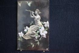 AP4 - 158 - Carte Ancienne Représentant Une Jeune Femme Entourée De Fleurs Et Jouant D'un Instrument De Musique - Cartes Postales
