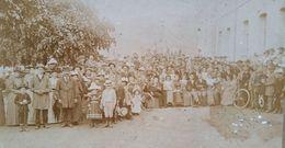 PHOTOGRAPHIE ANCIENNE FOULE (FETE , CONSCRITS ?) à BELLEVILLE SUR SAONE (69) FIN 19ème - Photos