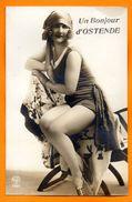 Un Bonjour D'Ostende. Jolie Femme En Costume De Bain. Belle Epoque. - Oostende