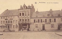 Neufchâteau - Un Coin De La Grand'place (garage Renault, Imprimerie Papeterie Petit Sur La Carte) - Neufchâteau