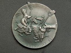 Broche -  CARNAVAL DE BALE  Suisse - FASNACHT 1983 - Argent - Jetons & Médailles