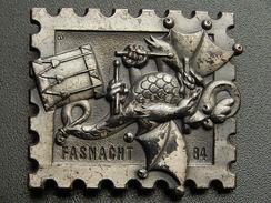 Broche -  CARNAVAL DE BALE  Suisse - FASNACHT 1984 - Argent - Jetons & Médailles