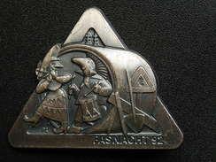 Broche -  CARNAVAL DE BALE  Suisse - FASNACHT 1992 - Argent - Jetons & Médailles