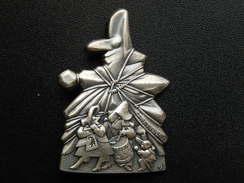 Broche -  CARNAVAL DE BALE  Suisse - FASNACHT 1999 - Argent - Jetons & Médailles