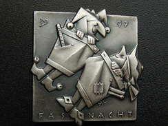 Broche -  CARNAVAL DE BALE  Suisse - FASNACHT 1997 - Argent - Carnaval