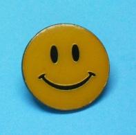 1 PIN'S //   ** SMILEY ** - Beroemde Personen