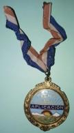O422 CUBA CIRCA 1950. MEDALLA DE COLEGIO ESMALTADA. PREMIO APLICACION 32 Mm. - Tokens & Medals