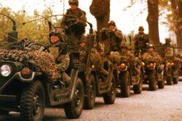 Militaria -  Jeeps Américaines à Berlin Dans Les Années 80 - Army & War