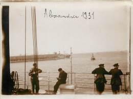 """PHOTO SUR LE  """" MARIETTE PACHA """" DANS LE PORT D'ALEXANDRIE . JANVIER 1931 . - Bateaux"""