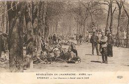 EPERNAY  -- Révolution En Champagne ( Avril 1911) -  Les Chasseurs à Cheval Sous Le Jard ( Pli ) - Ay En Champagne
