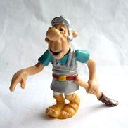 FIGURINE ASTERIX BULLY 1992 LEGIONNAIRE AU BALAIS Ceinture Rouge - Asterix & Obelix