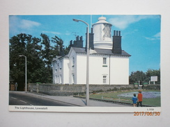 Postcard The Lighthouse Lowestoft Suffolk My Ref B11407 - Lighthouses
