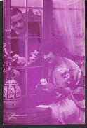 ! - Jeune Femme Qui Lit  Une Lettre Et Visite De Son Amoureux - Silhouettes