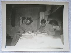 ANCIENNE PHOTO DE POILU DE 14/18 AU BUREAU DE ORMOY LE DAVIEN ( OISE ) / FORMAT 12 X 8,9 CM (n°3/3) - War, Military