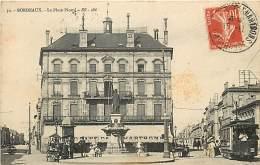 BORDEAUX LA PLACE PICARD PASSAGE DU TRAMWAY N°102 - Bordeaux