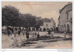 46) Castelnau Montratier (Lot)   Place Gambetta - (animée) - France