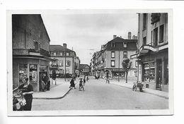 57 - SARREBOURG ( Moselle ) Rue De La Gare. Carte Glacée. - Sarrebourg
