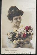 ! - Jeune Femme Avec Bouquet De Fleurs - Silhouettes