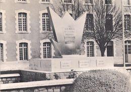 Monument Aux Morts De L'Ecole Militaire D'Artillerie Et Des Régiments D'Artillerie Poitevins Inauguré Le 1 Er Mai 1971 - Repro's